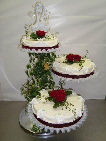 Hochzeitstorten nach ihren w nschen aus der hauseigenen konditorei - Moderne hochzeitstorten ...